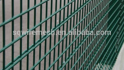 Low-Carbon Iron Wire,Galvanized Iron Wire,Q195 Material and Welded Mesh Type double wire mesh fence